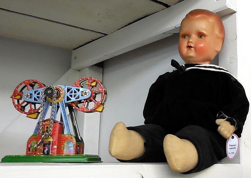 Riesenrad Metall Puppe Knabe Papiermaché